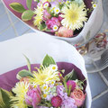 発表会のお祝い:お子様とご友人の発表会にと可愛らしい花を選びました。