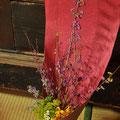 秋の花束:紫式部/オミナエシ/白山菊/彼岸花/段菊/ワレモコウ