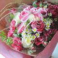 舞台出演のお祝い:バラをメインにハート形のブーケにしました。