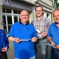 Freuen sich über das neue Messer: Rafael Bräm, Manfred Schoder, Hans-Jürg Stettler und Urs Balmer.