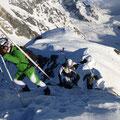 Wie hier ersichtlich, die letzten Meter mit den Skiern auf dem Rucksack