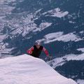 Tiefblick ins Tal, Franz wenige Meter vor dem Gipfel