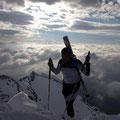 kurz vor dem Vorgipfel schulterten wir die Skier...