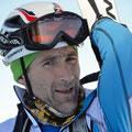 Toni sichtlich gerührt davon, beim ablegen der Skier