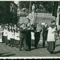Prozession anlässlich der Erstkommunion, 1947
