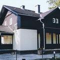 Ansicht Gartenseite, mit überdachtem Eingang und Freisitz, neue Dachdeckung, Fenster, Fassade