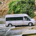 Unser Favorit für Reisen durch die Berge Nordvietnams - Kleinbus mit 16 Sitzen aus dem Hause Ford bzw. Mercedes. Der Minibus bietet ausreichend Bodenfreiheit.