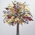 Bouquet con movimiento de fresías, rositas y astilbe.