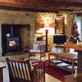 Le coin cheminée salle de séjour du Gite rural familiale sur ferme BIO, le Vieux Domaine au Masbareau, en Limousin, Haute-Vienne, Nouvelle-Aquitaine