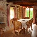 le coin repas du gite rural le Vieux Domaine au Masbareau, en Limousin, Haute-Vienne, Nouvelle-Aquitaine