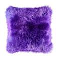 Coussin en peau de mouton violet