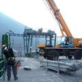 Levage / Montage des nouveaux joints d'étanchéité sur l'une des vannes charpentées de Notre Dame de Commiers (38)