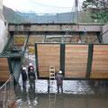 Remontage des vannes charpentées du barrage de Froté Montvert (38) après le désamientage et les travaux de rénovation effectués