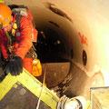 Descente d'un technicien dans le puits blindé de Emosson (74)