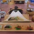 竹の器の料理