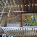 法要無事に終わりました。画面左に飾ってあるユニークな絵は大津絵といいます。