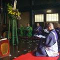広い大師堂の内陣もたくさんの式衆で埋め尽くされました。