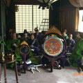 雅楽衆も楽器を鳴らす以外に一緒にお唱えします。