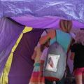 Einzug in die Zelte