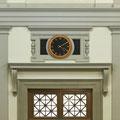 Uhr in Treppenhalle | Stadthaus Winterthur     (Architekturbüro Johann Frei)