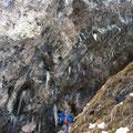 Zustieg vorbei an genialen Kletterwänden