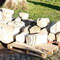 16 janvier pierres déposées pour les restaurations sur la maçonnerie.