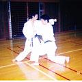 水城高校空手部時代の広太先生と岡崎先輩(1995年)
