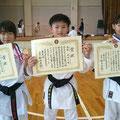 H29拳友会大会団体形優勝(髙林、森、森島選手)