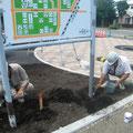 H26.8.26 市道鉄南西南火防線舗装新設工事において、案内板の塗装を行いました。