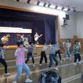 R2.2.7-8 昨年に続いて池田高校吹奏楽部が厚真町での訪問公演を実施し、弊社が遠征費用の一部を負担しました。演奏終了後に災害支援金50万円の厚真町への寄付も行いました。