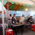 R1.8.8 「第22回 暑さをふきとばそう!ワイワイ祭り」において、会場設営や屋台運営に協力しました
