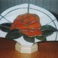 Fächerlampe Rose, vorrätig, mit Holzfuß,