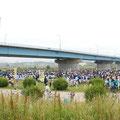 開会風景。その数や約1万5千人