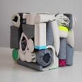 Porzellanskulptur 24 cm x 24 cm, aus bunten, einzelnen Körpern zusammengesetzt, quadratisch, Künstlerin Annakatrin Kraus