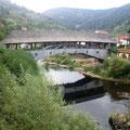 Die alte Holzbrücke führt mich nach Forbach