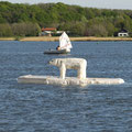 """Die Attraktion war dieser Eisbär von Johannes Caspersen, den wir auf eine selbstgebaute """"Eisscholle"""" gehievt und in der Schlei verankert haben. Er hatte einen Aktionsradius von mehr als 200 Metern."""