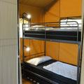 Neues Hochbett mit 3. Ausziehbett in den Safarizelten 141 und 142  © Naturcamping Zwei Seen am Plauer See/MV