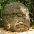 la fomasa cabeza olmeca del Parque la Venta, traida de la ciudad antigua de La Venta