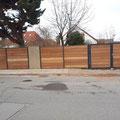 Sichtschutzzaun mit Alupfosten, Gartengestaltung, Splittgabionen und technisch getrockneter Aspe von GreenFairway e.K.