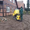 Rollrasen verlegen, Rasenkante herstellen, Oberboden liefern - unser Minidumper in Aktion - Hannover, Burgwedel, Isernhagen von GreenFairway e.K.