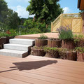 WPC Terrasse auf zwei Ebenen, Blockstufen aus Granit und Sichtschutzelemente aus Holz von GreenFairway e.K.