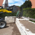 Bau eines Hochbeetes aus Natursteinen von GreenFairway e.K.