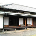 樋代官長屋門:富士市指定有形文化材  この長屋門は江戸時代末期の物と伝えられる市内唯一の長屋門です