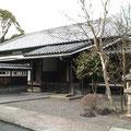 旧松永家住宅:富士市指定有形文化材  150坪に及ぶ居宅の一部を復元しました。安政4年に建造された、武家風洋式を残す貴重な建物です