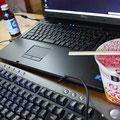 作業がヘヴィな時はキーボードを外付けでビシバシ。