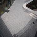 Terrassenfläche mit Sitzkante
