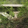 Pluwig. Eisenbahnbrücke Ebr km 14,4.  Zwei Sekundärbögen befinden sich in jedem Brückenkopf.