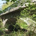 Pluwig. Eisenbahnbrücke Ebr km 14,4 überquert die Ruwer.
