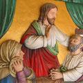 Farblich gefaßte Reliefdarstellung: Segnung eines Sterbenden; Detail
