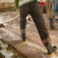 lavare tappeti trieste-si strizza il tappeto assicurandosi che contenga la minima quantità possibile di acqua